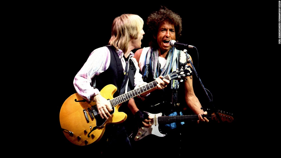 Petty performs with Bob Dylan in Chicago in July 1986.