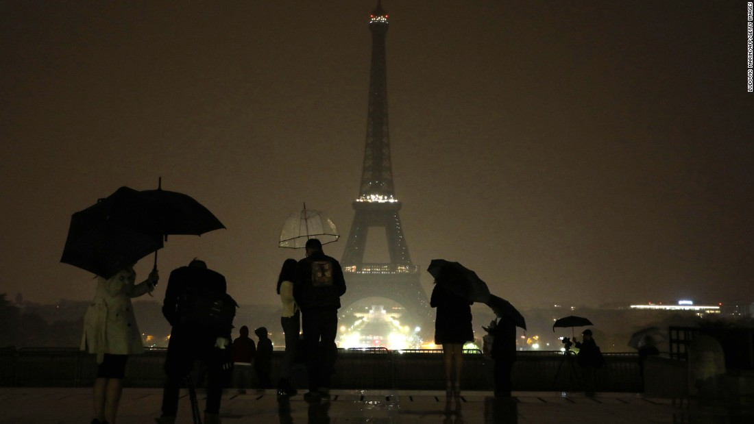 "The lights of Paris' Eiffel Tower were switched off October 2 to pay tribute to the victims of the Las Vegas attacks and the victims of <a href=""http://www.cnn.com/2017/10/01/europe/marseille-knife-attack-train-station/index.html"" target=""_blank"">a knife attack</a> in Marseille, France."