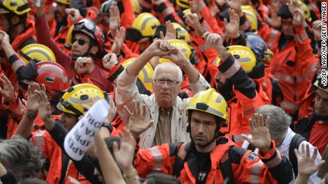 Catalonia independence declaration looms as leaders defy Spanish King