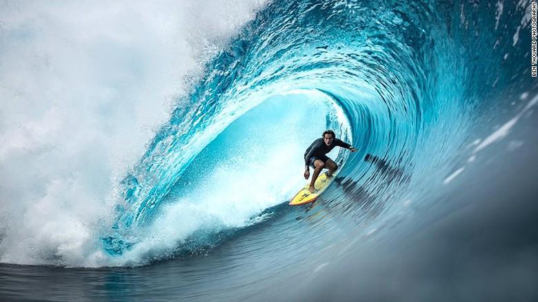 He loves giant waves, hates being underwater - CNN Video
