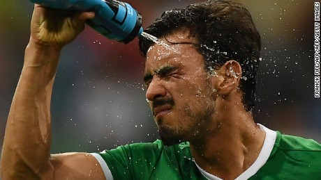Mexico's midfielder Oswaldo Alanis pours water over his face during the 2017 Confederations Cup semi-final football match between Germany and Mexico at the Fisht Stadium in Sochi on June 29, 2017. / AFP PHOTO / FRANCK FIFE        (Photo credit should read FRANCK FIFE/AFP/Getty Images)