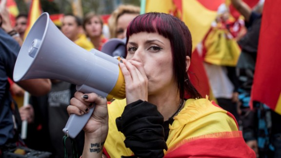 BARCELONA, SPAIN - SEPTEMBER 30:  Anti-independence demonstrators march in protest against the independence referendum on September 30, 2017 in Barcelona, Spain. The Catalan government is keeping with its plan to hold a referendum, due to take place on October 1, which has been deemed illegal by the Spanish government in Madrid.  (Photo by Chris McGrath/Getty Images)