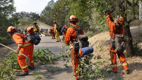 California inmates help battle raging wildfires