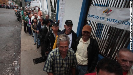 People queue at a polling station in San Cristobal, in Tachira State, during regional elections in Venezuela, on October 15, 2017. Venezuelans headed to the polls Sunday in regional elections seen as a crucial test for President Nicolas Maduro and the opposition alike after months of deadly street protests failed to unseat him. An estimated 18 million people are eligible to elect governors to four-year terms in 23 states. / AFP PHOTO / GEORGE CASTELLANOS        (Photo credit should read GEORGE CASTELLANOS/AFP/Getty Images)