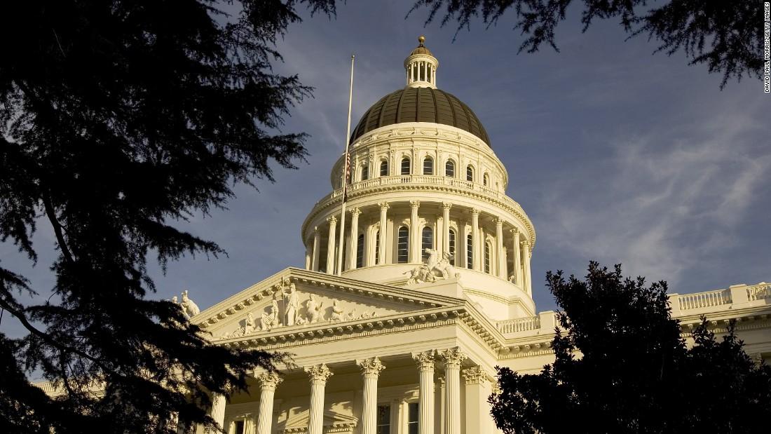 Απαγόρευση για τα καλλυντικά χειρουργικές επεμβάσεις για τα διαφυλικά άτομα βρέφη αποτυγχάνει κλειδί Καλιφόρνια ψηφοφορία