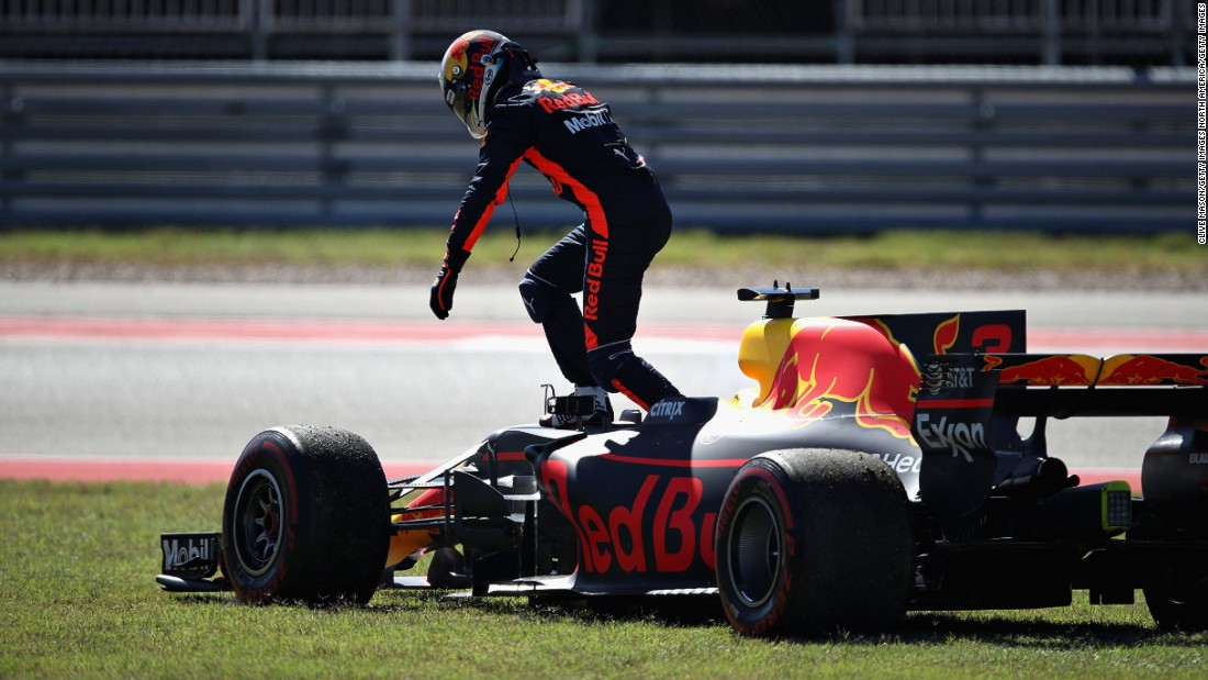 Red Bull Racing's Daniel Ricciardo retires after suffering engine failure on lap 16 of the United States Grand Prix.