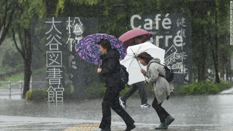 Typhoon Lan smashes Japan, heads out to sea