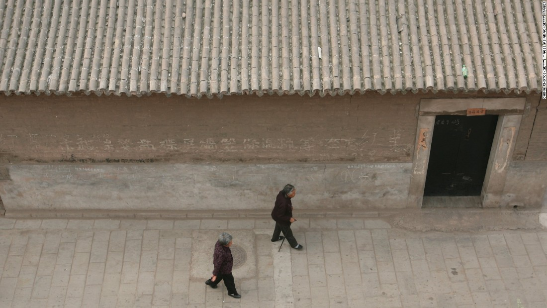 A typical street scene. Around 50,000 people live in Pingyao.