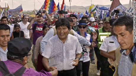 "Bolivia's President Evo Morales Ayma (C) greets people during the ceremony to commemorate the 50th anniversary of Argentine-born guerrilla leader Ernesto ""Che"" Guevara's death on October 9, 2017 in Vallegrande municipality, southern Bolivia. The 39-year-old Guevara was captured and executed by a CIA-trained unit of the Bolivian army on October 9, 1967. / AFP PHOTO / AIZAR RALDESAIZAR RALDES/AFP/Getty Images"