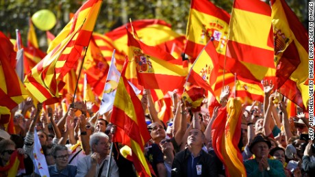BARCELONA, SPAIN - OCTOBER 29:  Thousands of pro-unity protesters gather in Barcelona, two days after the Catalan parliament voted to split from Spain on October 29, 2017 in Barcelona, Spain. The Spanish government has responded by imposing direct rule and dissolving the Catalan parliament.  (Photo by Jeff J Mitchell/Getty Images)