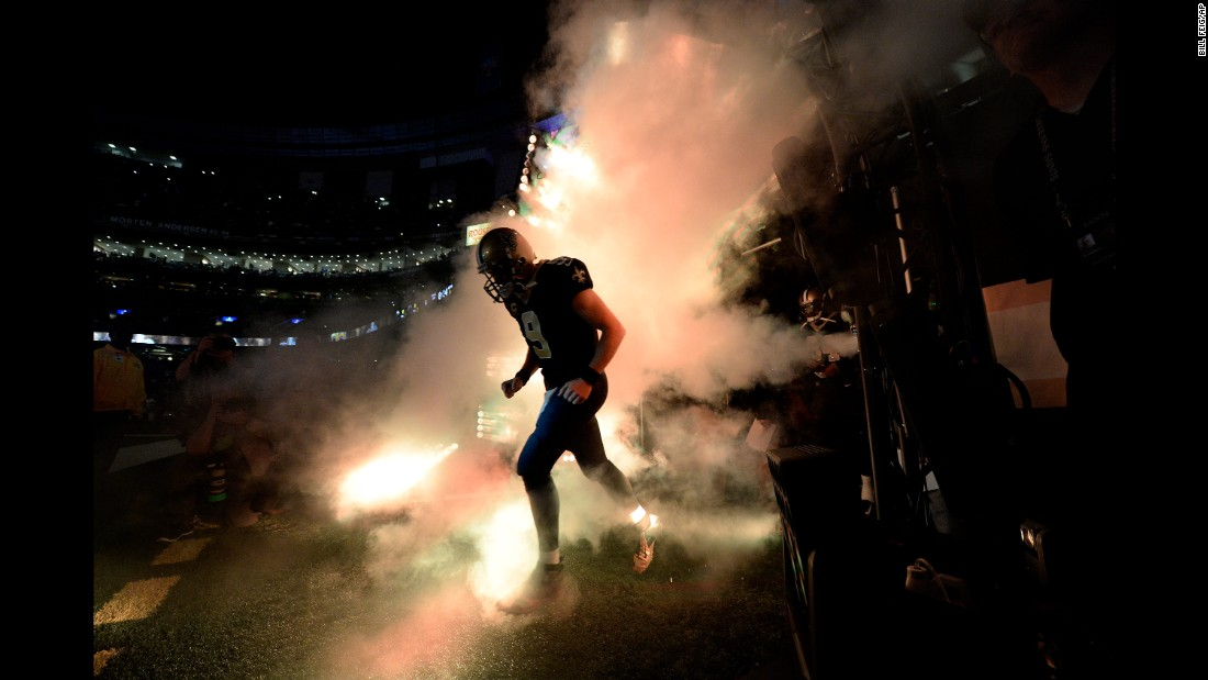 "New Orleans quarterback Drew Brees enters the field during player introductions on Sunday, October 29. <a href=""http://www.cnn.com/2017/10/23/sport/gallery/what-a-shot-sport-1024/index.html"" target=""_blank"">See 32 amazing sports photos from last week</a>"