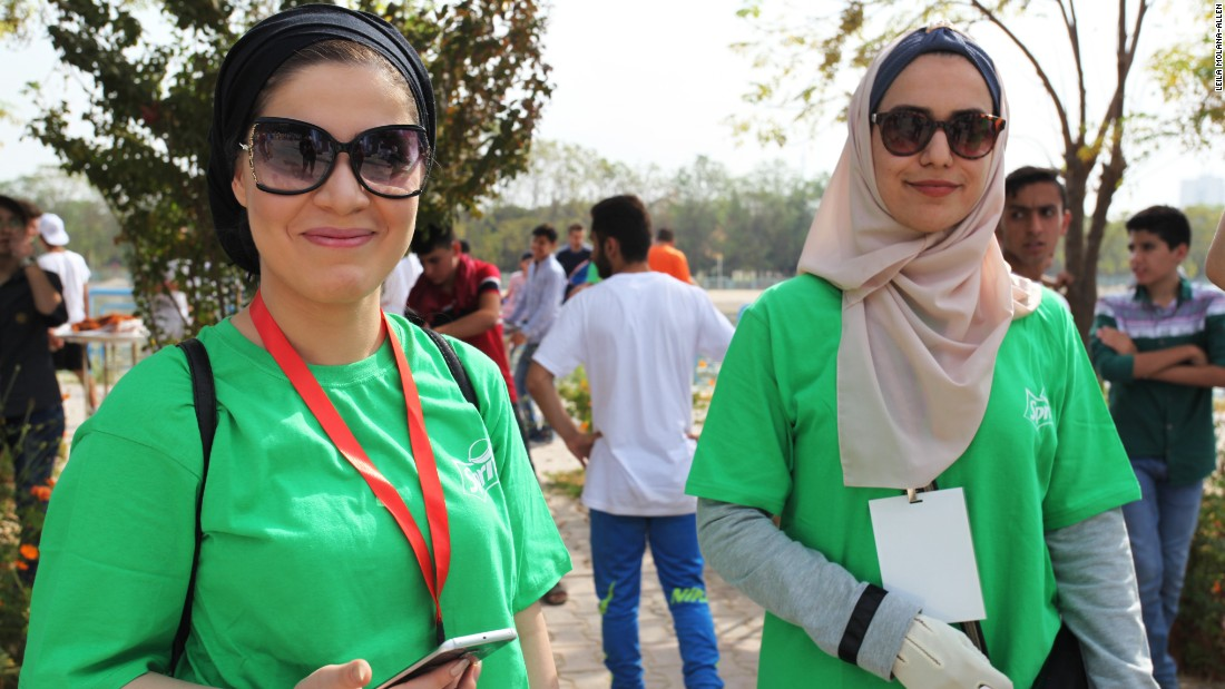 Besides female runners, many of the volunteers were female. Students from Kurdish universities also volunteered at the event.