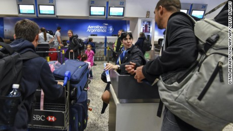 Passengers check at an Aerolineas Argentinas counter at Jorge Newbery Airport in Buenos Aires, on August 2, 2017. Argentine state-run carrier Aerolineas Argentinas cancelled its August 5 weekly flight to Caracas over operational capacity and security concerns, the company said. Several foreign airlines, including Air France, Delta, Avianca and Iberia have also suspended flights to the country over security concerns due to the political situation. / AFP PHOTO / Eitan ABRAMOVICH        (Photo credit should read EITAN ABRAMOVICH/AFP/Getty Images)