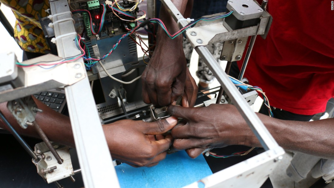West African lab made 3D printer from e-waste
