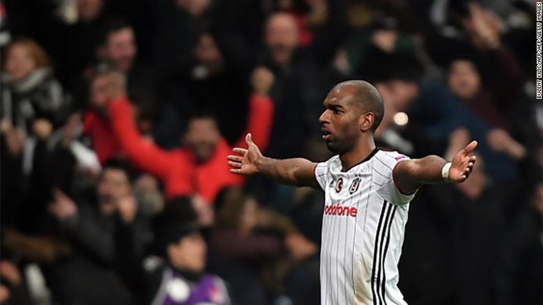Ryan Babel pays tribute to Besiktas fans