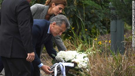 President  Mauricio Macri of Argentina along with the First Lady of Argentina Juliana Awada attend a tribute to victims of the bike path terror attack in New York on November 6, 2017 in New York. / AFP PHOTO / TIMOTHY A. CLARY        (Photo credit should read TIMOTHY A. CLARY/AFP/Getty Images)