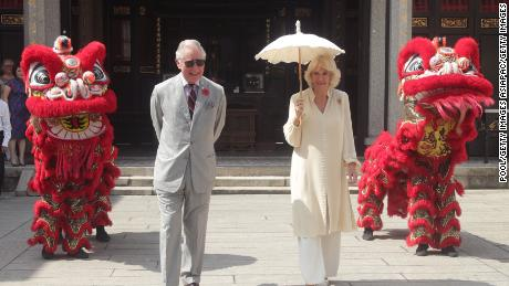 PENANG, MALAYSIA - NOVEMBER 07: Prince Charles, Prince of Wales and Camilla, Duchess of Cornwall walk past a lion dance performance during a visit to Han Jiang Temple on November 7, 2017 in Penang, Malaysia. Prince Charles, Prince of Wales and Camilla, Duchess of Cornwall are on a tour of Singapore, Malaysia, Brunei and India.  (Photo by Yui Mok - Pool / Getty Images)