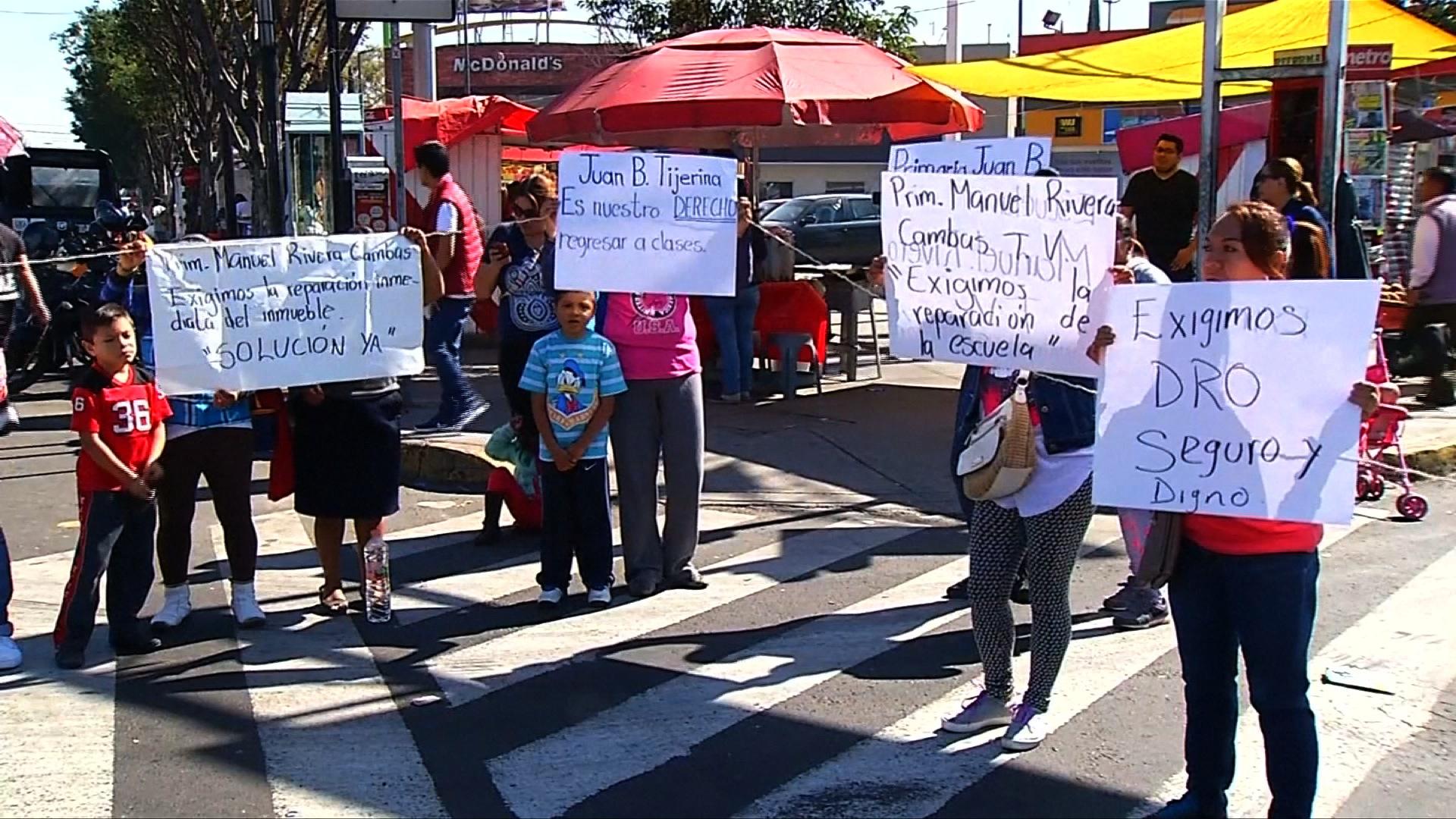 Mexicanos exigen reanudación de clases - CNN Video