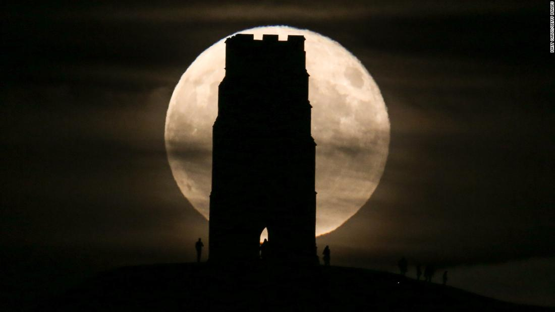 "A full moon rises behind St. Michael's Tower in Glastonbury, England, on Saturday, November 4. <a href=""http://www.cnn.com/2017/11/02/world/gallery/week-in-photos-1103/index.html"" target=""_blank"">See last week in 28 photos</a>"