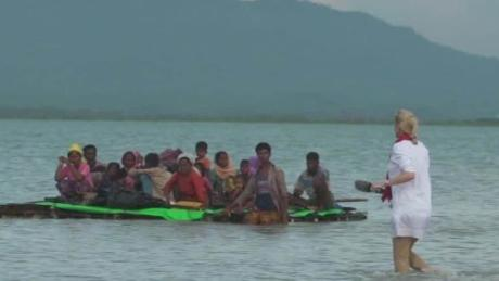 Rohingya Muslims risk lives to cross border