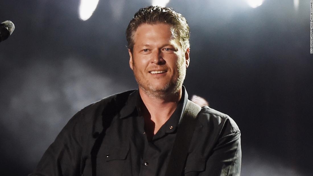 Blake Shelton đang theo bước chân của Garth Brooks với buổi hòa nhạc lái xe của riêng mình