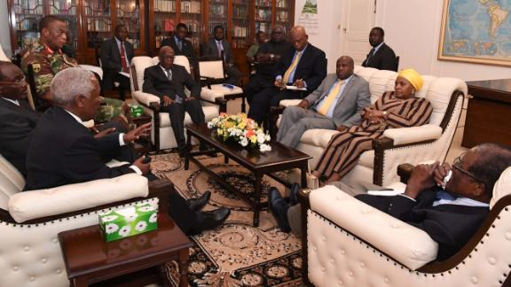 Mugabe in talks about his future, in this image tweeted by the editor of Zimbabwe