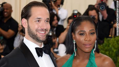 "NEW YORK, NY - MAY 01: Alexis Ohanian (L) and Serena Williams attend the ""Rei Kawakubo/Comme des Garcons: Art Of The In-Between"" Costume Institute Gala at Metropolitan Museum of Art on May 1, 2017 in New York City.  (Photo by Dimitrios Kambouris/Getty Images)"