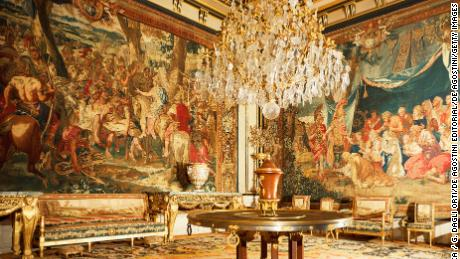 FRANCE - CIRCA 2002:  The reception hall of the Queen Mother's and Pius VII's apartments, Chateau de Fontainebleau (UNESCO World Heritage List, 1981). France. (Photo by DeAgostini/Getty Images)