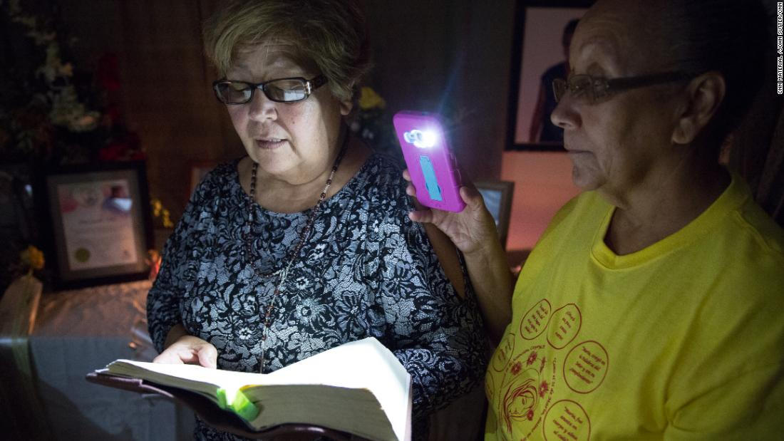 Neighbors of Quintín Vidal Rolón read Bible verses in his memory on November 15.
