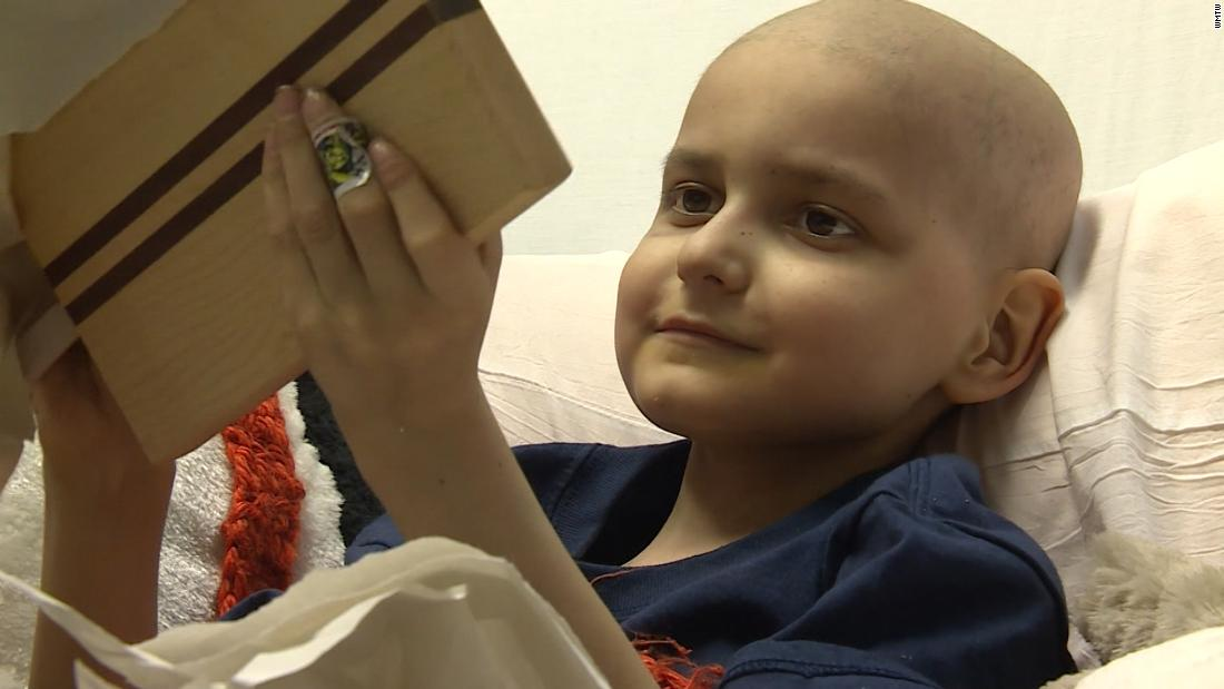Christmas cards loses cancer