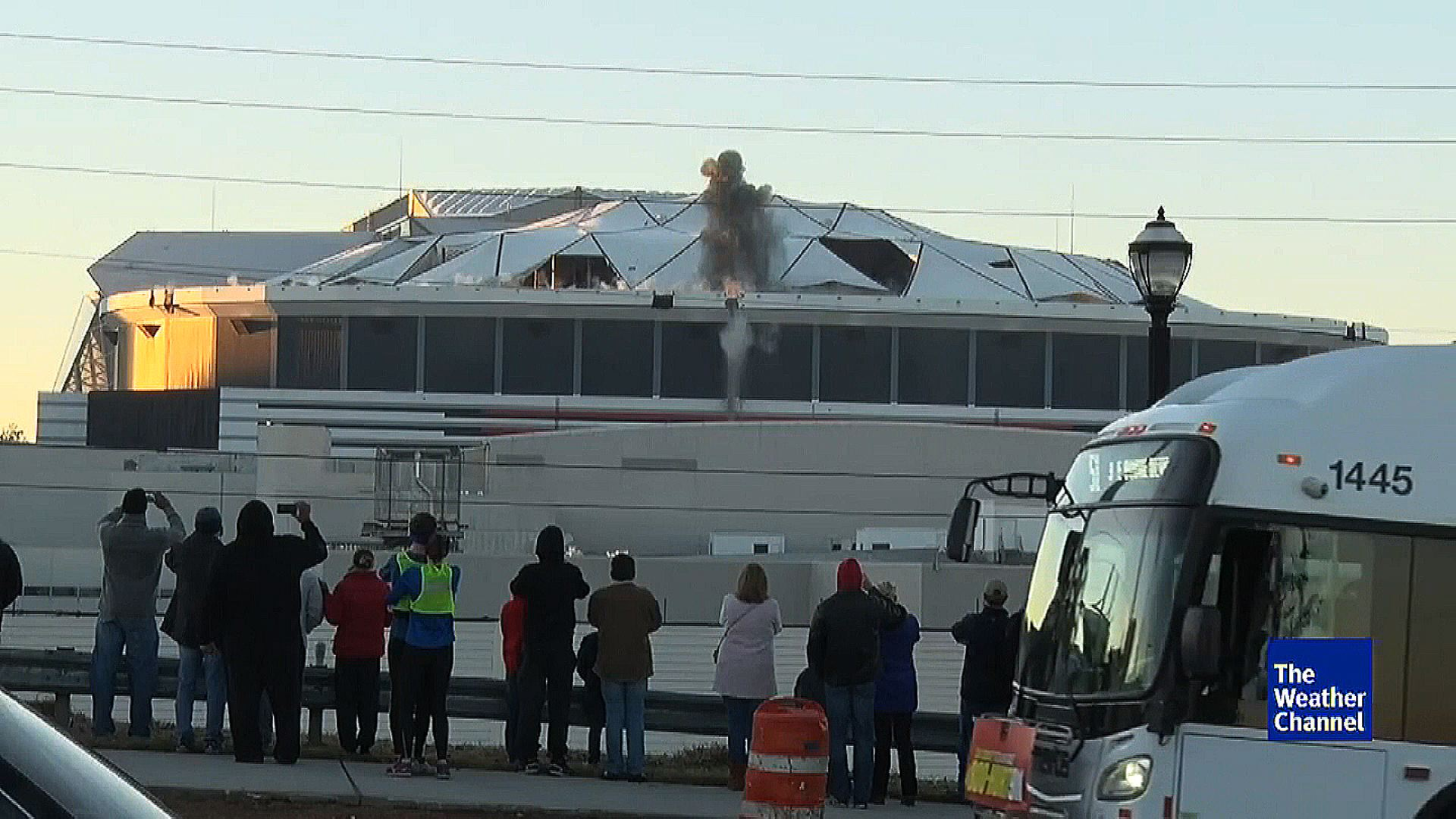 Georgia Dome Implosion Bus >> Bus Perfect Photobomb Blocks Implosion View Cnn Video