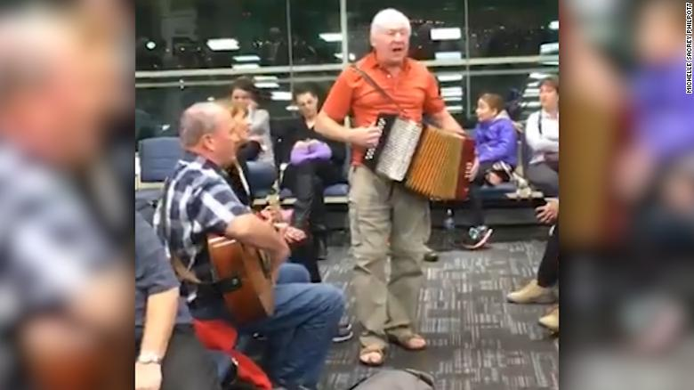 Passengers turn flight delay into dance party