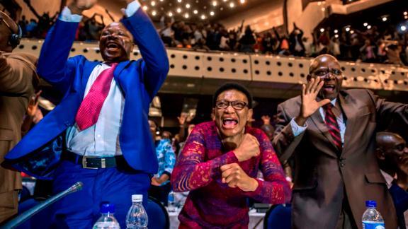 Parliamentarians celebrate Mugabe