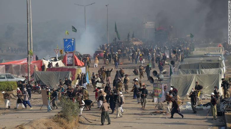 Scores injured in Pakistani protest