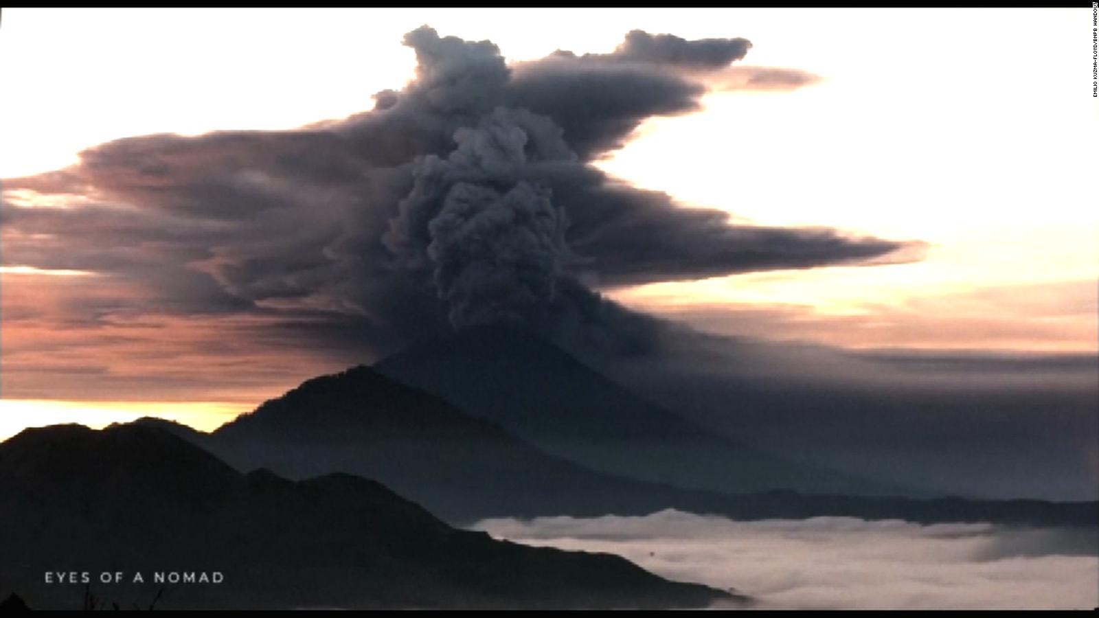 Aeroporto Bali : Bali volcano ngurah rai airport reopens after days of uncertainty