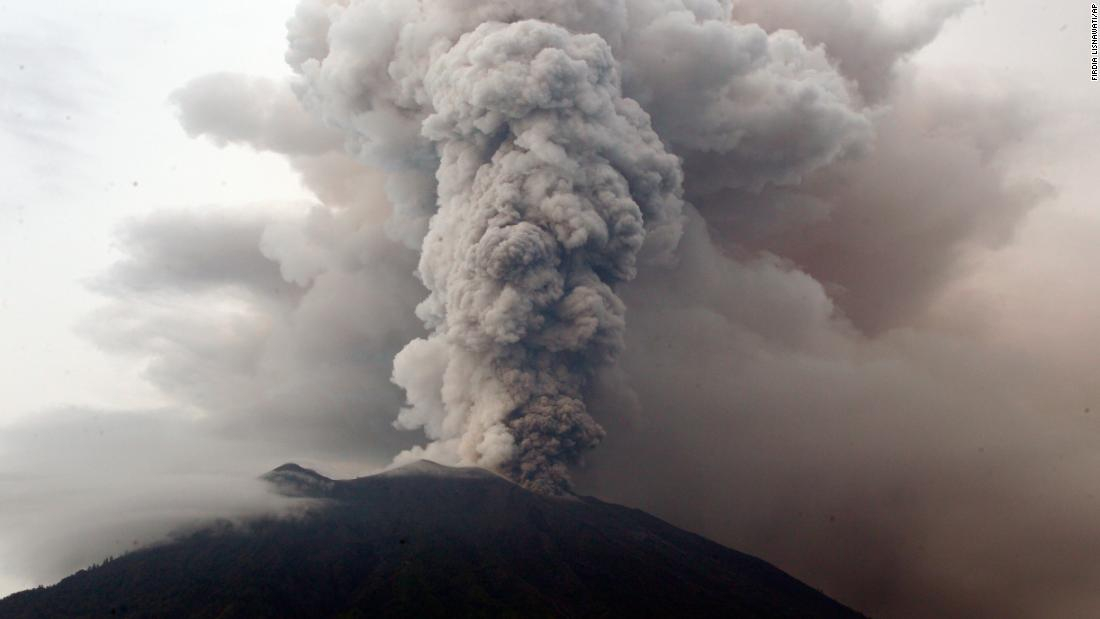 Ash and debris erupt from Mount Agung on November 28.Thick ash started shooting thousands of meters into the air above Mount Agung on Saturday, November 25.