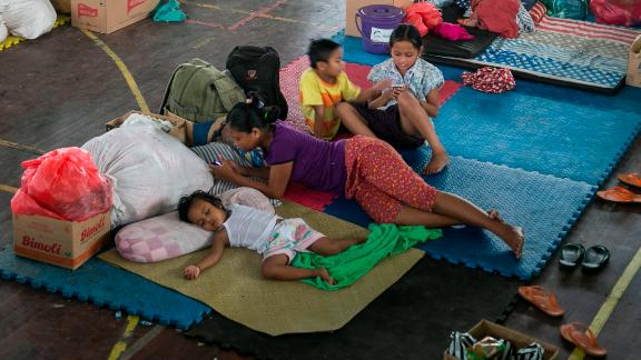 Evacuees fill an emergency shelter in Klungkung, Bali, Indonesia, on Monday,  November 27
