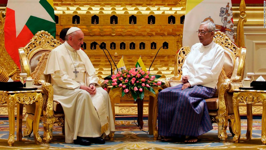 The Pope speaks with President Htin Kyaw during their meeting at the presidential palace in Naypyidaw on November 28.