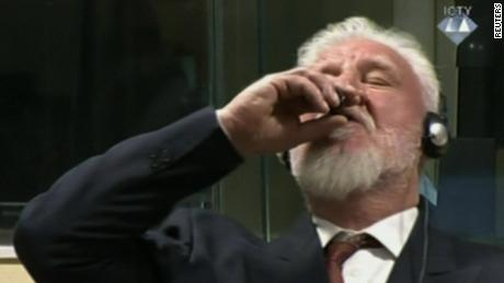 Dutch authorities probe Bosnian war criminal's courtroom suicide