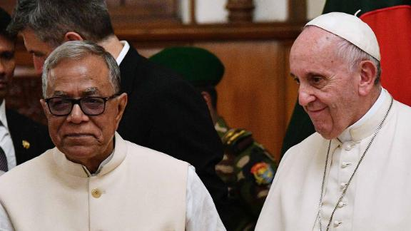 Bangladeshi President Abdul Hamid greets Pope Francis at the presidential palace in Dhaka on November 30.