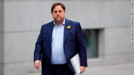MADRID, SPAIN - NOVEMBER 02:  Ceased vice president of the Catalan government Oriol Junqueras arrives at Spain's National High Court on November 2, 2017 in Madrid, Spain. The ousted President and members of Catalan government were ordered to appear in court under alleged charges of rebellion, sedition and misuse of public funds following to the unilateral declaration of independence.  (Photo by Pablo Blazquez Dominguez/Getty Images)