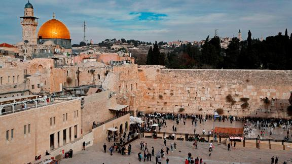A general view shows the Western Wall (R) and the Dome of the Rock (L) in the Al-Aqsa mosque compound in the Old City of Jerusalem on December 5, 2017.