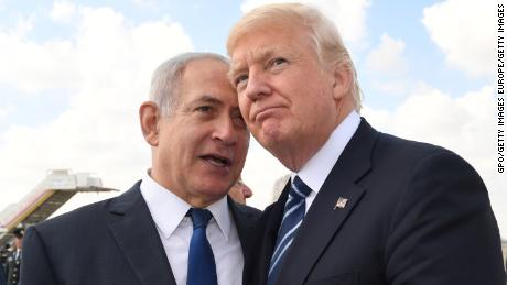 Israeli Prime Minister Benjamin Netanyahu, left, speaks with US President Donald Trump on May 23, 2017.