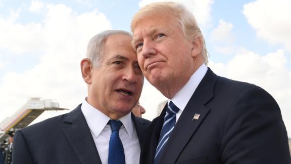 Israeli Prime Minister Benjamin Netanyahu, left, speaks with US President Donald Trump on May 23, 2017.
