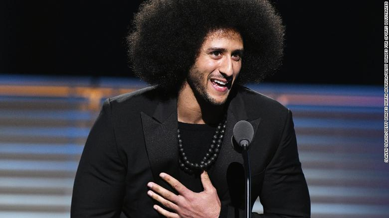 Beyonce presents Kaepernick with award