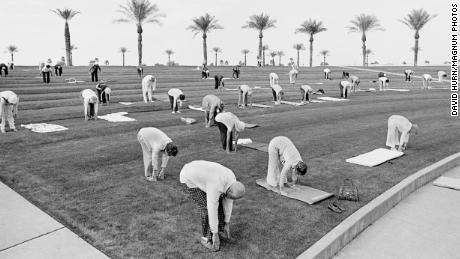 USA. ARIZONA. Sun City. Early morning exercise class. Many over 90 years of age. 1980
