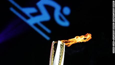 INCHEON, SOUTH KOREA - NOVEMBER 01:  The PyeongChang 2018 Winter Olympics torch is seen to celebrate 100 days to go and the PyeongChang 2018 Winter Olympics torch during a torch relay on November 1, 2017 in Incheon, South Korea.  (Photo by Chung Sung-Jun/Getty Images)