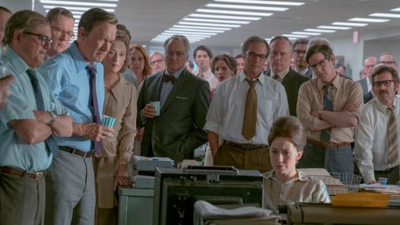 """(From left) Howard Simons (David Cross), Frederick """"Fritz"""" Beebe (Tracy Letts), Ben Bradlee (Tom Hanks), Kay Graham (Meryl Streep), Arthur Parsons (Bradley Whitford), Chalmers Roberts (Philip Casnoff), Paul Ignatius (Brent Langdon), Meg Greenfield (Carrie Coon, seated) and other members of The Washington Post in Twentieth Century Fox"""