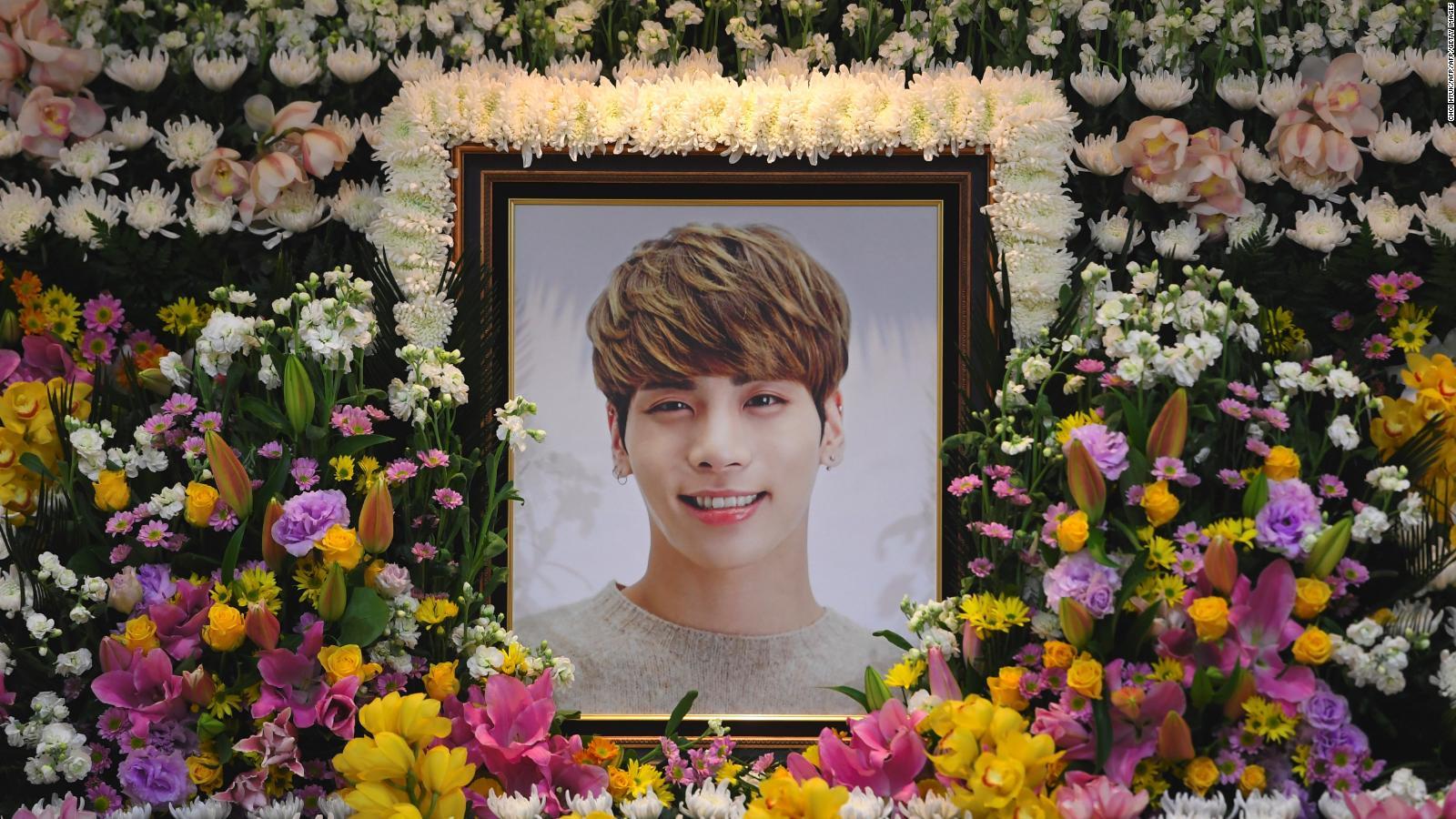 Jonghyun fans mourn death of shinee k pop star cnn mightylinksfo