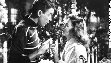 American actors James Stewart (1908 - 1997) as George Bailey, and Donna Reed (1921 - 1986) as Mary Hatch Bailey in a promotional still from 'It's A Wonderful Life', directed by Frank Capra, 1946. (Photo by Silver Screen Collection/Getty Images)